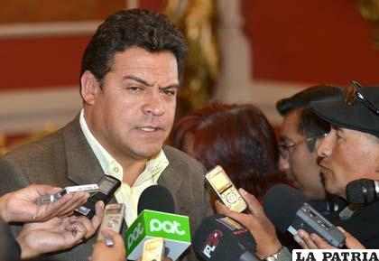 Luis Revilla explica sobre la posibilidad de alianzas para las subnacionales