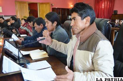 Asambleístas durante un debate en la presente gestión