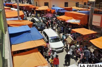 Masiva afluencia de personas en la Súper Feria