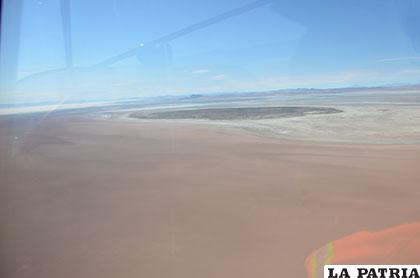 Vista aérea de lo que fue la isla de Panza, ahora rodeada de un desierto de tierra /MARCELO MIRALLES-LA PATRIA