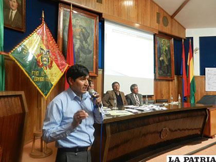 Exposición sobre la investigación realizada en el lago Poopó