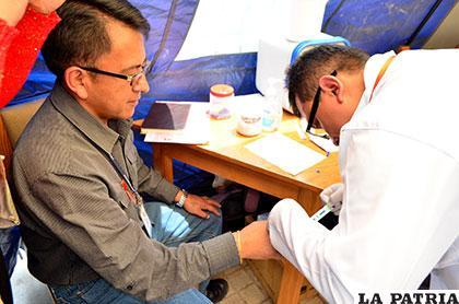 En la feria preventiva las autoridades y ciudadanía se realizaron la prueba rápida