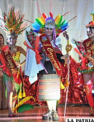 Fernanda Villarroel Soliz, representa al Conjunto Folklórico y Cultural  Phujllay Oruro