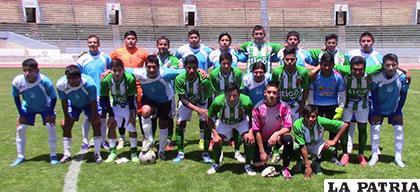 Futbolistas que participaron en el evento disputado ayer en el estadio