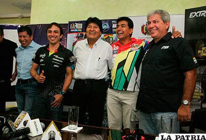 Ayer en Santa Cruz se realizó la presentación de los pilotos bolivianos /APG