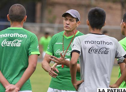 Mauricio Soria dirige los entrenamientos /APG