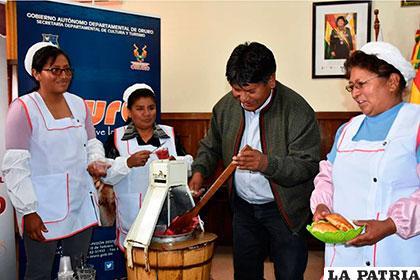 Autoridades celebraron junto a las vendedoras del helado de canela esta declaratoria