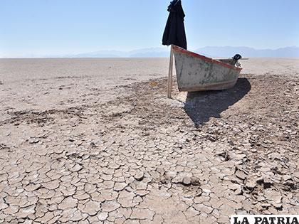 El lago Poopó se secó en 2015 y no puede recuperar el espejo de agua