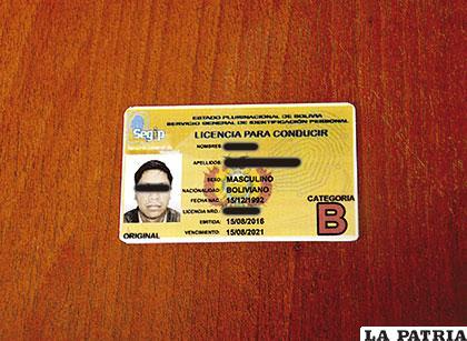 La licencia secuestrada al conductor por no ser verdadera