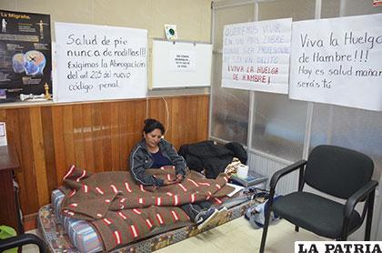 Ministra anuncia que se procederá desde hoy con los despidos de médicos