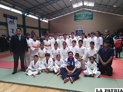 Judocas orureños que acudieron a certámenes nacionales