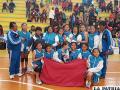 El equipo de básquetbol del colegio Donato Vásquez