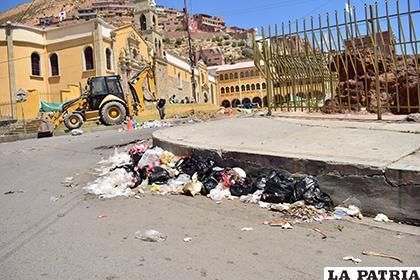 La basura llenó el espacio del Socavón el pasado lunes /LA PATRIA/Reynaldo Bellota
