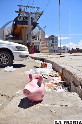 Al margen de la contaminación, la basura da mala imagen a este lugar turístico de la urbe /LA PATRIA/Reynaldo Bellota