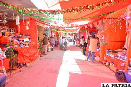 La feria navideña se instala todos los años en la avenida 6 de Agosto/LA PATRIA ARCHIVO