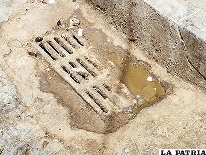 La limpieza pretende evitar el colapso de los sumideros / LA PATRIA ARCHIVO