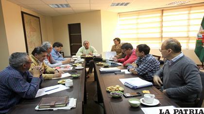 Los constructores se reunieron afligidos por deudas impagas /Caboco