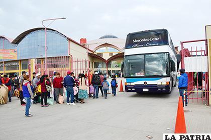 Mucha gente viaja en los últimos días del año /LA PATRIA / ARCHIVO
