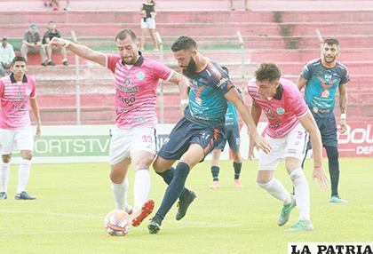 La acción del cotejo disputado en el estadio de Montero /APG