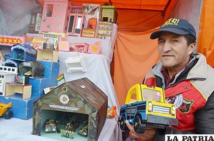 Rodolfo Garrido, es un artesano de la Feria del Calvario /LA PATRIA