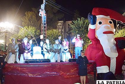 La figura de Papá Noel está presente en la plaza 10 de Febrero /LA PATRIA