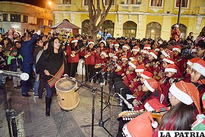 No faltó la música en el encendido de luces navideñas /LA PATRIA