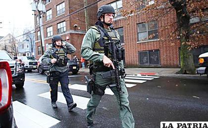 Efectivos de los cuerpos especiales que se desplegaron por la zona /AFP