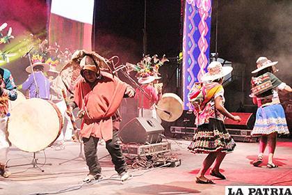 El festival tuvo mucho colorido en su primera jornada /LA PATRIA
