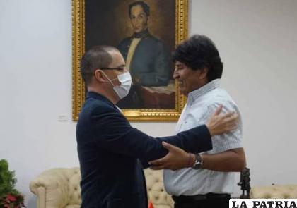 Evo fue recibido este sábado por el canciller venezolano Jorge Arreaza /erbol.com